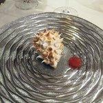 un dessert = le hérisson forme omelette norvégienne avec melitot et glace absinthe un délice