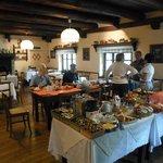 la sala colazione ed il ricco buffet