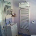 Lilac room bathroom