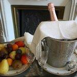 Champagne et fruits frais.