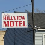 Hillview Motel - Rufus, Oregon sign