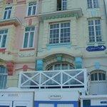 façade avec terrasse