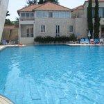 piscine centrale 1,35m2m devant bar