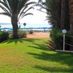 Direct access to the sandy beach
