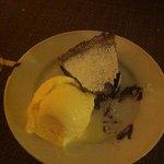 dolce al cioccolato piccante con gelato al limone fantastico