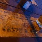 Inscription sur une table extérieure