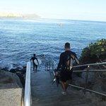 海に通じている階段