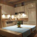 Wohnraum und Küche des **** Apartments Quellewasser in der Residenz zur Hackenschmiede