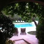 Zona de entrada a la piscina (ojo que casi te obligan a mojarte los pies para entrar)