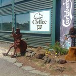 Metal sculptures, volcanic rock and coffee in the clouds