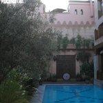 il cortile e la piscina 3