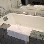 Bathroom tub