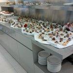 Veduta parziale dei dolci in sala pranzo