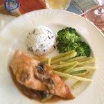 Saumon et sauce aux homard et cèpes.. délicieux