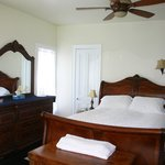 Ivory Room - Queen Bed