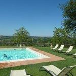 Jardin, piscine et vue