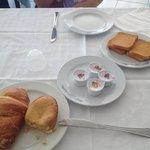 Una ricca colazione servita solo dal personale!