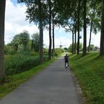 Canal bike path to Damme