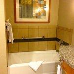 "tub in ""resort premium poolside queen room"""