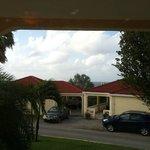 Uitzicht op de oceaan vanuit ons huis