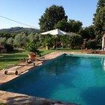 la piscina e la vista dall'appartamento