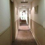 Large couloir menant aux chambres