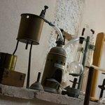 Collezzione di attrezzatura enologica dei primi del '900 nel laboratorio del Museo