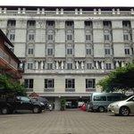 โรงแรมสุดาพาเลซ