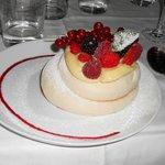 Pavlova aux fruits rouges
