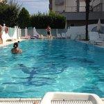 La piscine photo non trafiquée en grand angle