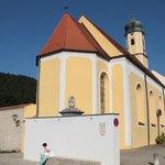 Kirche am Ortseingang