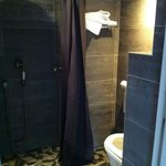WC/douche sont dans un mouchoir...