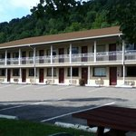 Photo de Americas Best Value Inn - St. Albans / South Charleston