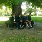 Nonni in attesa della messa