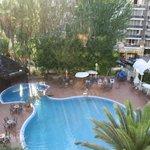 Vistas de la habitación 409 (piscina a la sombra)
