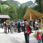 wandeltochten met minz de eigenaar van het Apparthaus/ camping Hofer