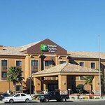 Holiday Inn & Suites Hesperia Victorville