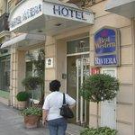 Hotellet från gatan.