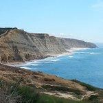Guardada pela natureza das suas Arribas, a praia de São Julião esperava por nós num ambiente úni