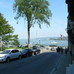 view of front street leading to the St-Laurence river