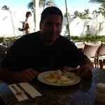 mangú con huevo frito en la afueras del Colonial