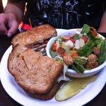 turkey avacodo sandwich