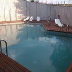 la piscine: une pataugeoire pour 52 chambres!