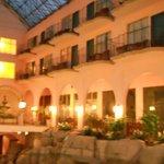 parte interna del hotel, asi es como luce por dentro