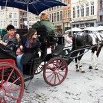 Passeio com carruagem nas ruas de Bruges