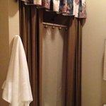 shower Maureen O'Hara room