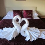 Our bedroom : towels made into swans !