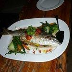 notre truite du lac de TAUPO au court bouillon.......et ses légumes