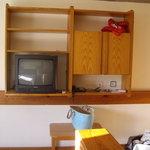 Mueble de la television, de pino miel de los años 80. La television se veia mal.
