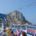 A bordo della nave nei pressi dell'Isola di Capri